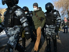 """Russia Says Police Response To Navalny Protests """"Justified"""""""