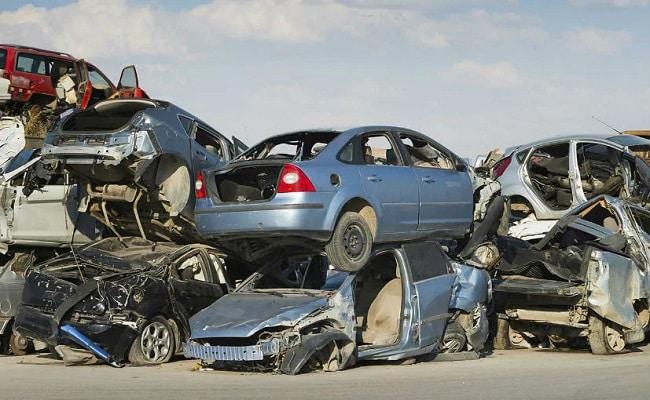 सरकार के मुताबिक लगभग एक करोड़ प्रदूषण फैलाने वाले वाहन स्क्रैपिंग के लिए जाएंगे.