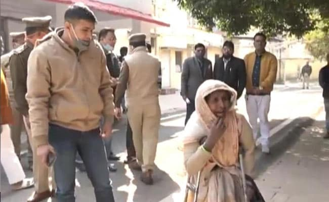 'Give Diesel, Will Search': UP Woman, Looking for Daughter, Accuses Cops