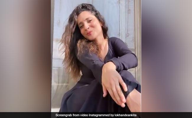 अंकिता लोखंडे ने माधुरी दीक्षित के गाने पर दिए जबरदस्त एक्सप्रेशंस, 'अरे रे अरे' पर यूं शर्माती आईं नजर- देखें VIDEO