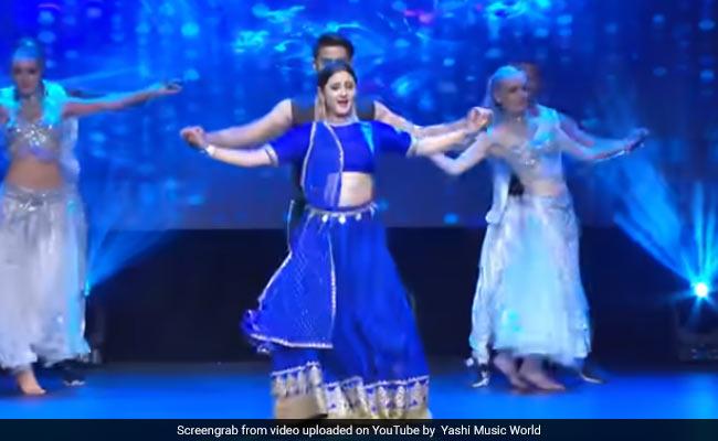रश्मि देसाई ने भोजपुरी गाने पर किया लाजवाब डांस, गोविंदा ने भी खूब बजाई ताली- देखें Video