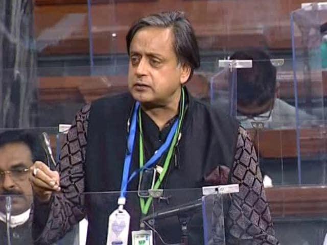 """Video : """"No Jawan, No Kisan"""": Shashi Tharoor's Jibe At PM Over Budget"""
