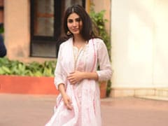 Mouni Roy Thinks Pink As She Heads Out In A Stylish <i>Sharara</i>