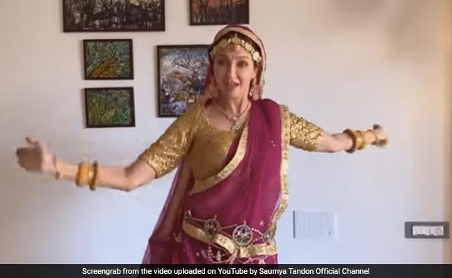 सौम्या टंडन ने दीपिका पादुकोण की तरह यूं किया घूमर डांस, बार-बार देखा जा रहा Video