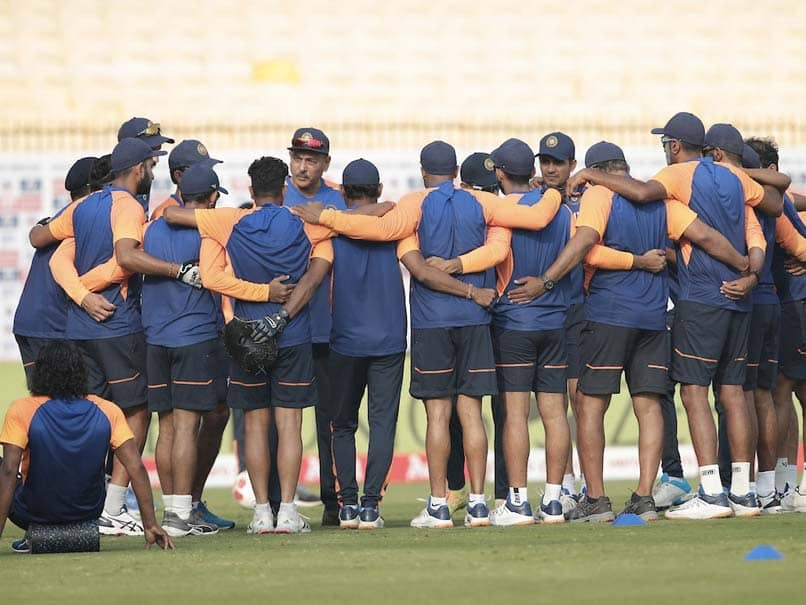 India vs England, 1st Test: Virat Kohli Gives Pep Talk To Indian Players Ahead Of Day 2. Watch