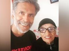 मिलिंद सोनम के Pinkathon की Mascot ने मनाया अपना 105वां जन्मदिन, एक्टर ने कही दिल जीत लेने वाली बात