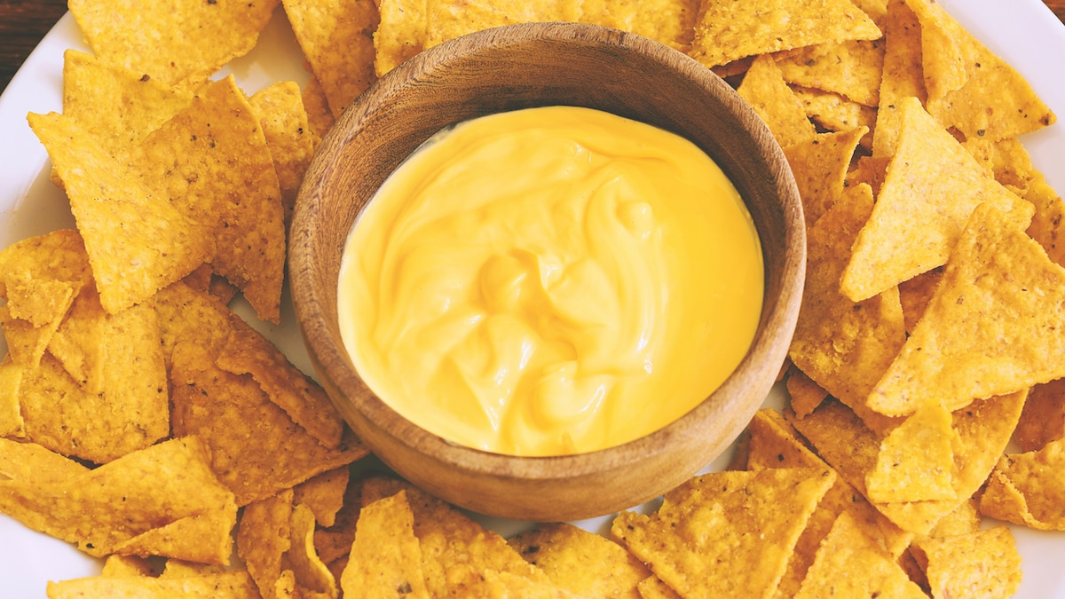 Craving For Nachos? Don't Forget To Pair Them With This Delicious Cheese Sauce