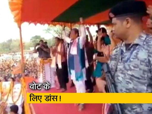 Video : असम चुनाव : वोट जुटाने की कोशिश में नेता,  रैली में खूब नाचे BJP के हेमंत बिस्वा सरमा