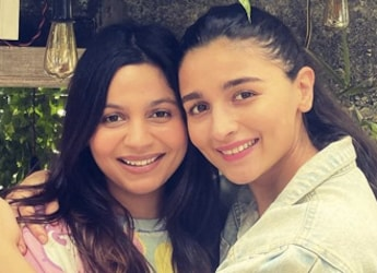 Watch: Alia Bhatt's Excitement While Cutting Her 28th Birthday Cake Is Too Cute To Miss!