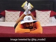 Rohit Sharma लेटे हुए थे ग्राउंड पर, तस्वीर वायरल होने के बाद लोगों ने बना डाले ऐसे Memes