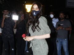 Janhvi Kapoor's Airport Look Shows Us How To Add Chic To Monochrome