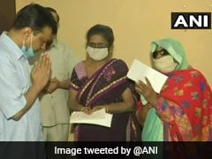 Arvind Kejriwal Gives Rs 1 Crore Aid To Family Of Frontline Worker Who Died Of Covid