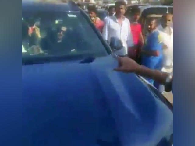 Video : Ajay Devgn's Car Stopped By Farmers' Supporter