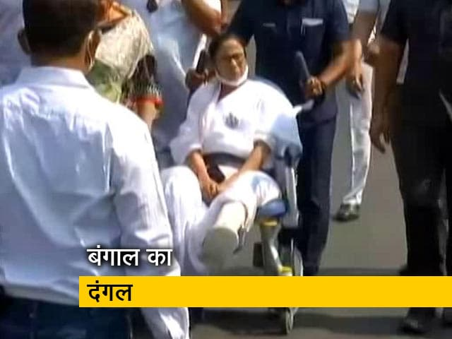 Videos : व्हीलचेयर पर CM ममता बनर्जी का रोड शो
