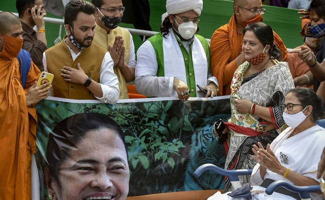 """""""In Lot Of Pain But…"""": Mamata Banerjee Leads Roadshow In Wheelchair"""