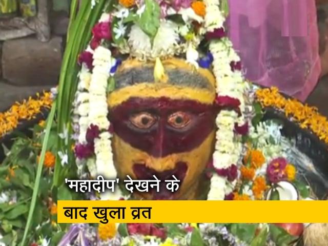 Videos : ओडिशा के लिंगराज मंदिर में भव्य अंदाज में मनाई गई महाशिवरात्रि, भक्तों की भारी भीड़