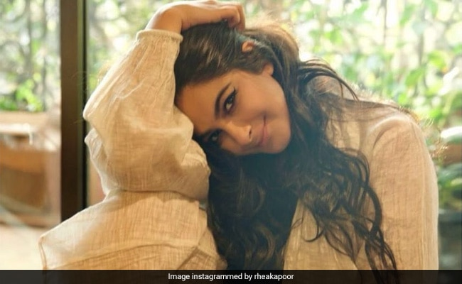 Rhea Kapoor Made Droolworthy Fried Chicken Burger For Friends; Now We Want It Too!