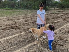"""Just An Adorable Pic Of Soha Ali Khan And Daughter Inaaya """"Having A Field Day"""""""