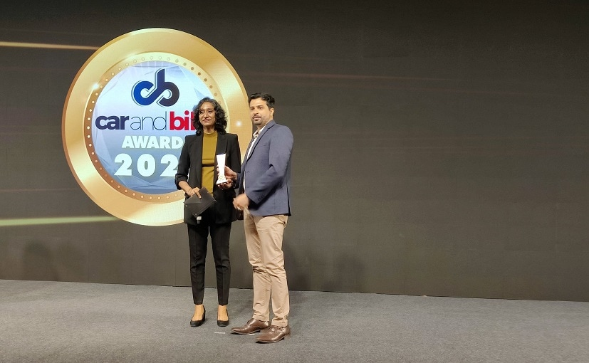 K Dua and S Sundereswaran from Royal Enfield receives 2021 CNB Two-Wheeler Manufacturer Of The Year Award