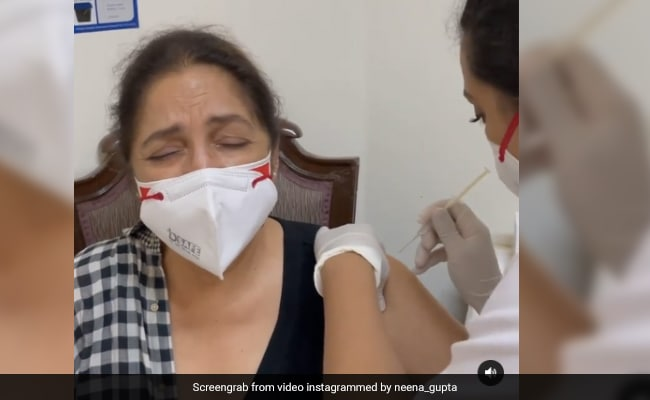 Neena Gupta Getting Her First COVID Vaccine Shot Is Hilariously Needle-Shy - NDTV