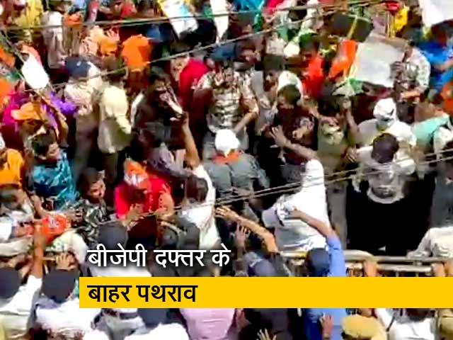 Video : कोलकाता में बीजेपी के दफ्तर के बाहर पथराव, पुलिस ने किया लाठीचार्ज