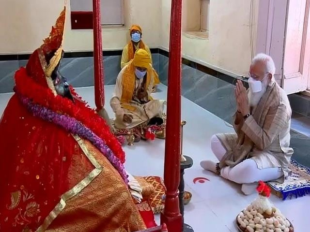 Video : PM Modi Offers Prayers At Iconic Kali Temple During Bangladesh Visit