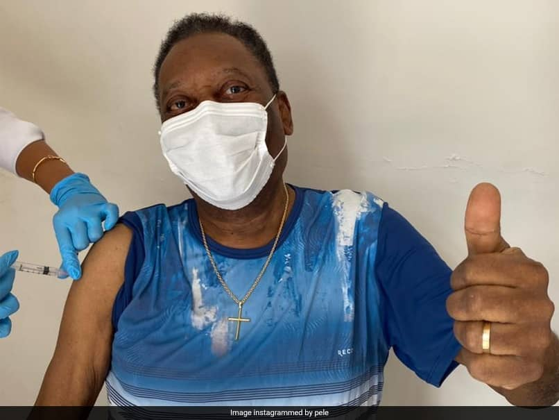 Pele shared a picture where he is seen giving a thumbs up as he received his Covid vaccine shot.