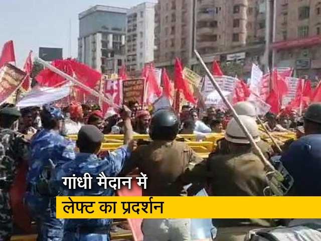 Videos : पटना में लेफ्ट कार्यकर्ताओं पर लाठीचार्ज, वॉटर कैनन का हुआ इस्तेमाल