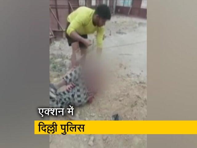 Videos : दिल्ली : रस्सी से बांधकर युवक की पिटाई, 'पाकिस्तान मुर्दाबाद' के लगवाए नारे
