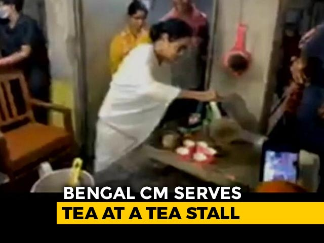 Video : Watch: Mamata Banerjee Makes Tea At Campaign Stop In Bengal's Nandigram