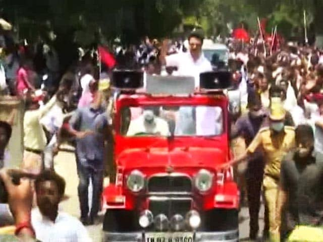 Video : Covid Norms Violated As Huge Crowds Gather Amid Tamil Nadu Poll Campaign