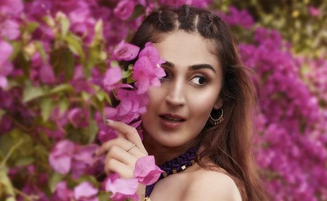 Dhvani Bhanushali's New Song Radha Is Winning The Internet
