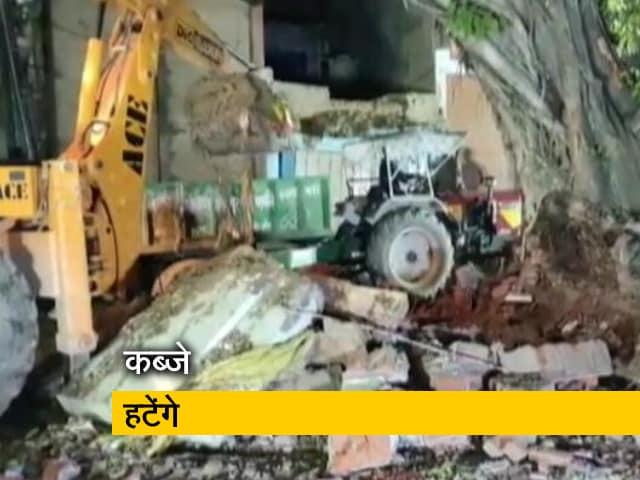 Videos : कब्जा कर बने धार्मिक स्थल हटेंगे, यूपी में एक मजार को हटाकर स्थान बदला गया
