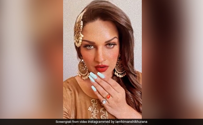 Himanshi Khurana looked like 'Nayak' on the song 'Salaam', the actress was seen giving tremendous expressions - watch video