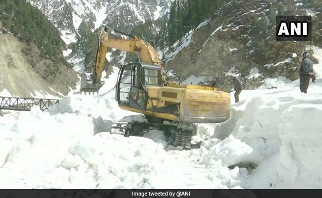 Snowfall In Higher Reaches Of Kashmir, Rain In Plains