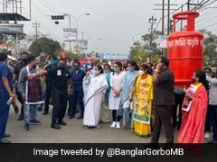 Mamata Banerjee's LPG Price Hike Protest March As PM Campaigns In Bengal