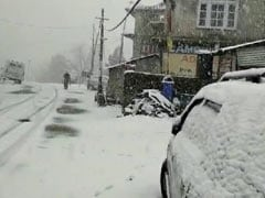 Jammu And Kashmir: Snowfall, Landslides Shut Highway, 300 Vehicles Stuck