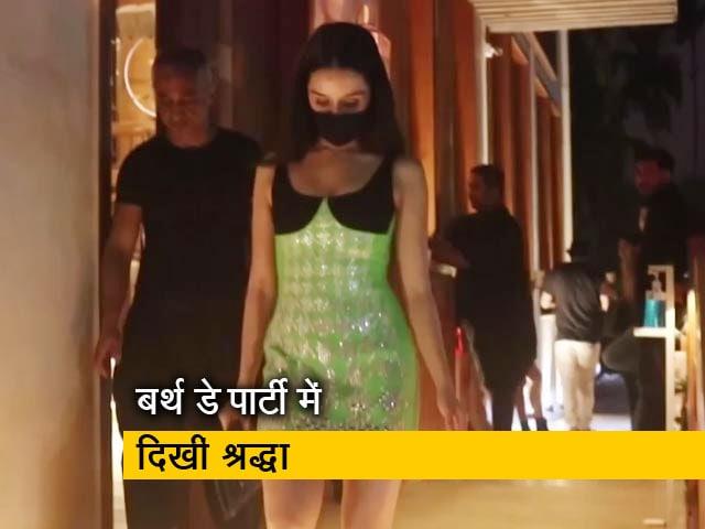 Videos : श्रद्धा कपूर ने रियूमर्ड बॉयफ्रेंड रोहित श्रेष्ठ की बर्थडे पार्टी में हिस्सा लिया
