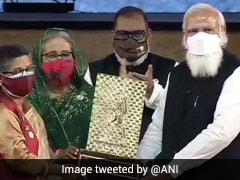 PM Hands Over Gandhi Peace Prize For Sheikh Mujibur Rahman To His Daughter