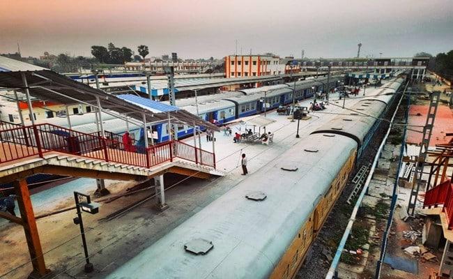 रेलवे ने शताब्दी-दुरंतो सहित कई ट्रेनें कीं रद्द, कम यात्री मिलने के बाद लिया फैसला