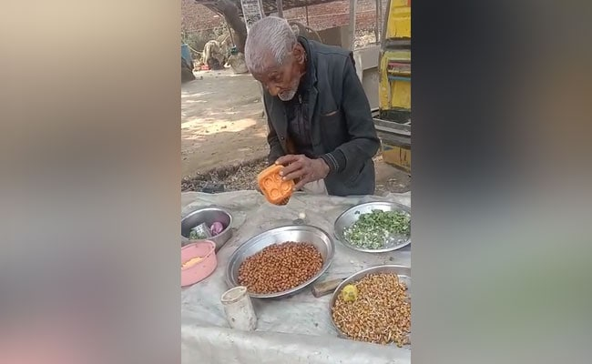 In Viral Video, UP 98-Year-Old Seen Selling Chana: 'Won't Sit At Home'