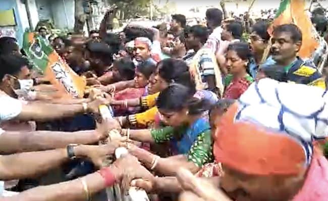 Hundreds Protest BJP Candidate List In Kolkata, Heckle Senior Leaders