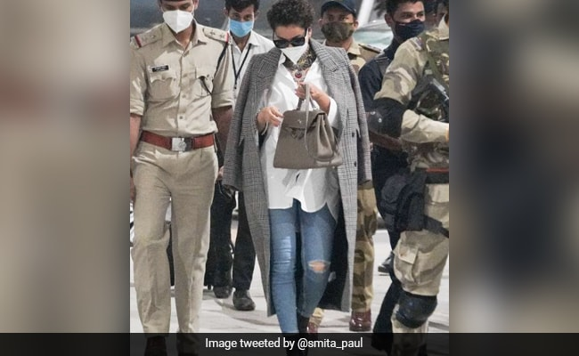 """Kangana Ranaut Criticised """"Torn American Jeans"""", So Twitter Dug Up Her Old Pics"""