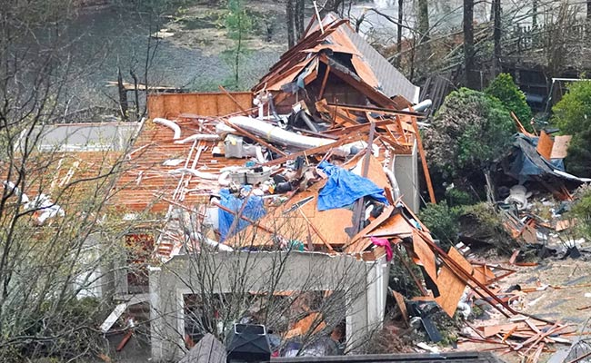 Tornado brings injuries, destruction to Alabama