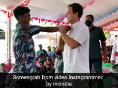 राहुल गांधी ने कसकर पकड़ा लड़के का हाथ, फिर लगाया ऐसा दांव, दर्द के मारे नीचे बैठ गया स्टूडेंट - देखें Video