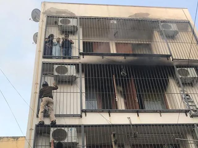 Video : On Camera, Delhi Cops' 'Spiderman' Act To Save 3 Trapped In Fire