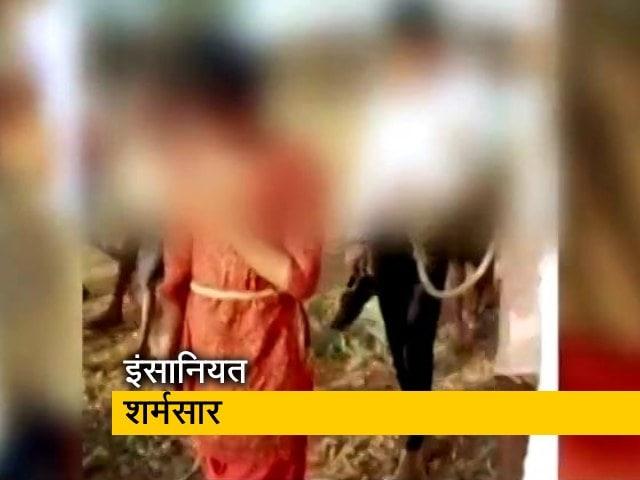 Videos : मध्य प्रदेश : रेप पीड़ित बच्ची को आरोपी के साथ रस्सी से बांधकर निकाली परेड़