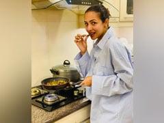 Malaika Arora ने कुकिंग करते हुए शेयर की Photo, फैंस ने पूछा- अर्जुन की शर्ट...