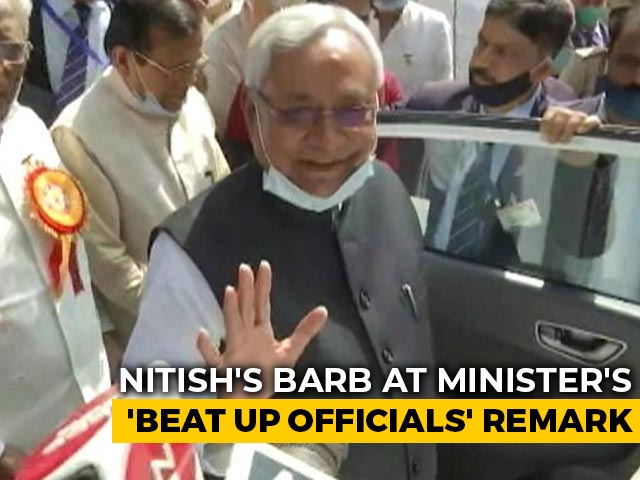 """Video : Nitish Kumar's Barb At Union Minister Over His """"Beat Up Officials"""" Remark"""
