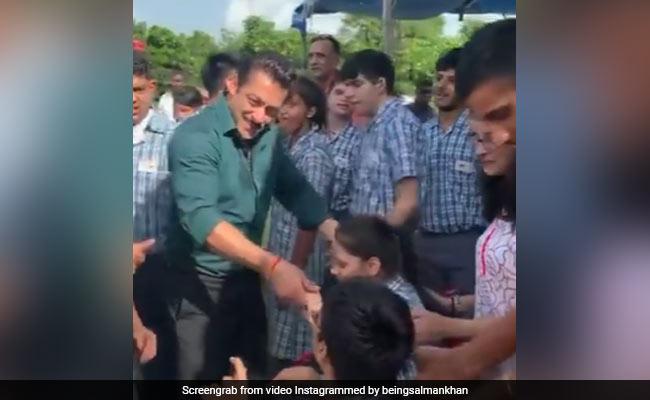 When Salman Khan, Sonakshi Sinha And Bina Kak Danced With Special Kids